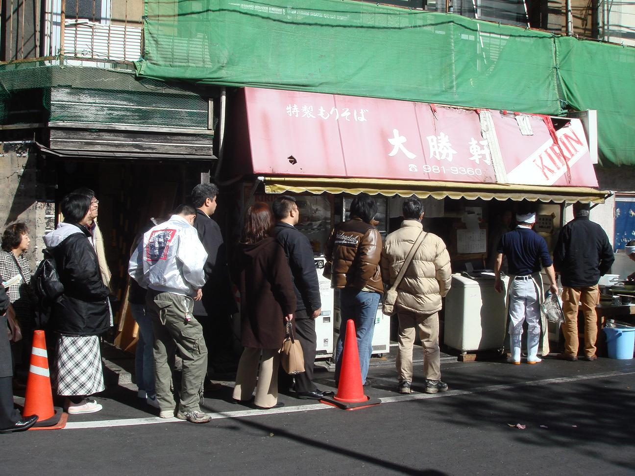 Taishouken やっぱり、そうなんですね…開店直後なのに大行列。もともとの常連さんとぼ..